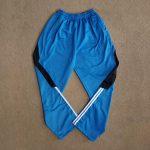 Kaos V-Neck dan Celana Training Diadora
